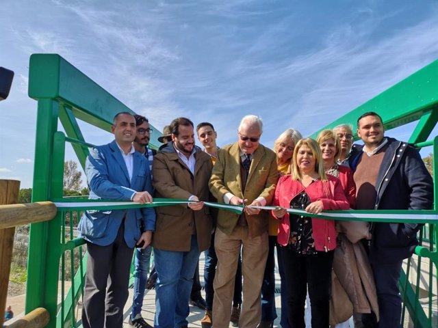 El viceconsejero de Fomento, Infraestructuras y Ordenación del Territorio de la Junta de Andalucía, Jaime Raynaud, en la inauguración de la pasarela ciclopeatonal de la A-2003