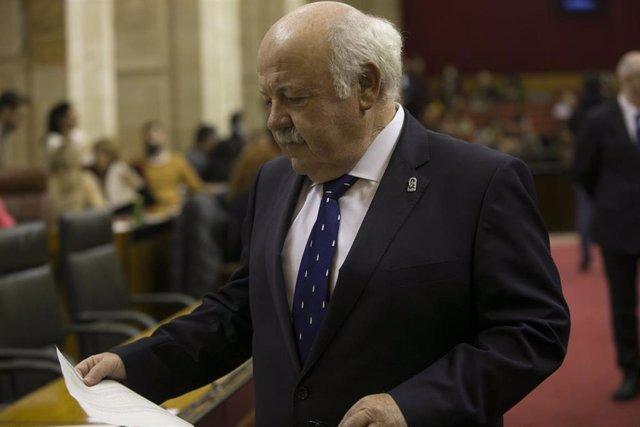 El consejero de Salud, y Familias, Jesús Aguirre.