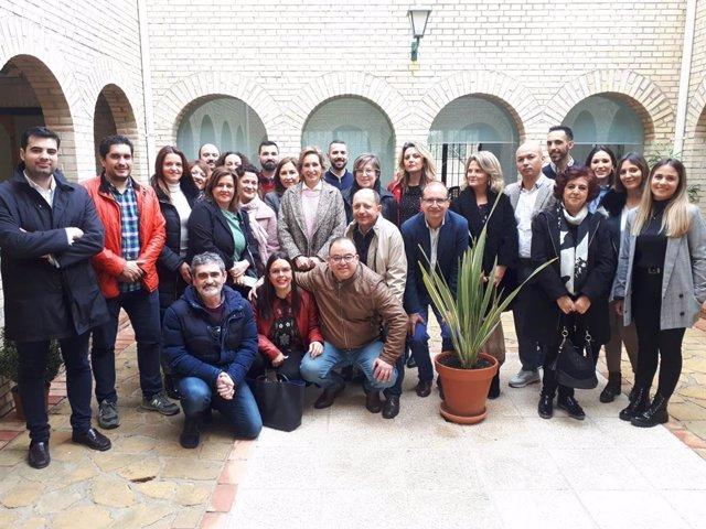 Troncoso (centro) visita el Centro de Inserción Social y Laboral Samu Los Santos de Lucena