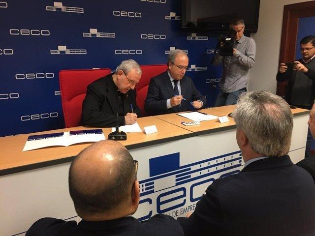 Manuel Pérez Moya y Antonio Díaz firman el convenio entre el Cabildo y CECO.