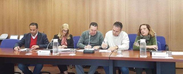 Imagen de la firma entre los sindicatos y la Junta de Andalucía del protocolo de prevención de acoso laboral y sexual en la Administración de la Junta.