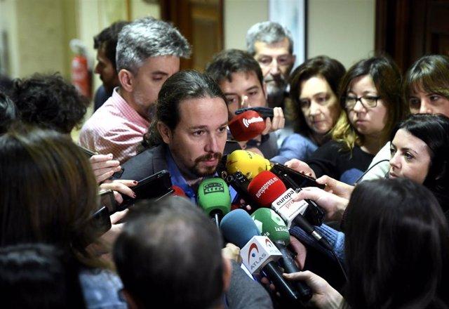 El vicepresidente segundo y ministro de Derechos Sociales y Agenda 2030, Pablo Iglesias, ofrece declaraciones a los medios de comunicación en el Congreso de los Diputados