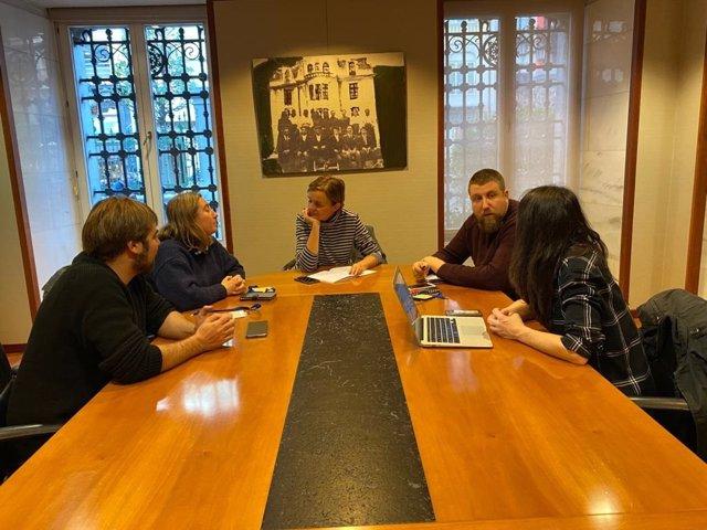 Encuentro de Podemos con la plataforma de Atención Primaria En Marcha en Oviedo.
