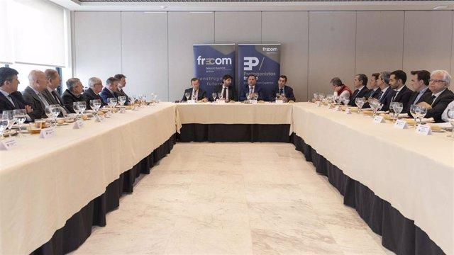 El presidente de la Comunidad, Fernando López Miras, participa en el coloquio 'Protagonistas Frecom', organizado por la Federación Regional de Empresarios de la Construcción de Murcia