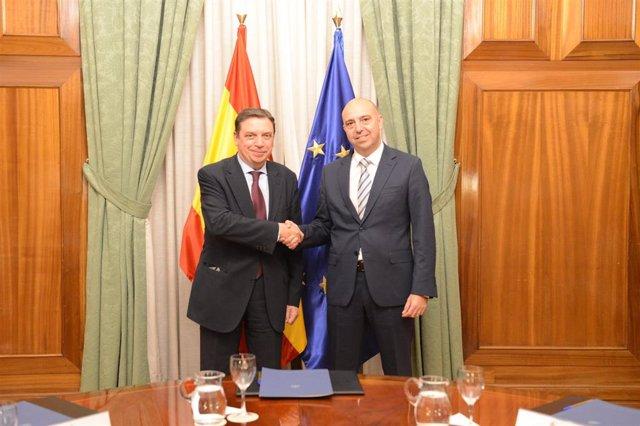 El ministro de Agricultura, Luis Planas, se reúne con el director general de Lidl en España, Claus Grande Sánchez