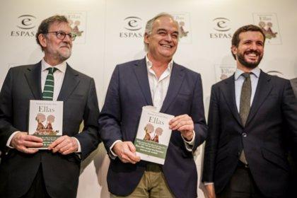 González Pons presenta su novela de amor 'Ellas' arropado por Casado, Rajoy y cargos de PSOE y Cs