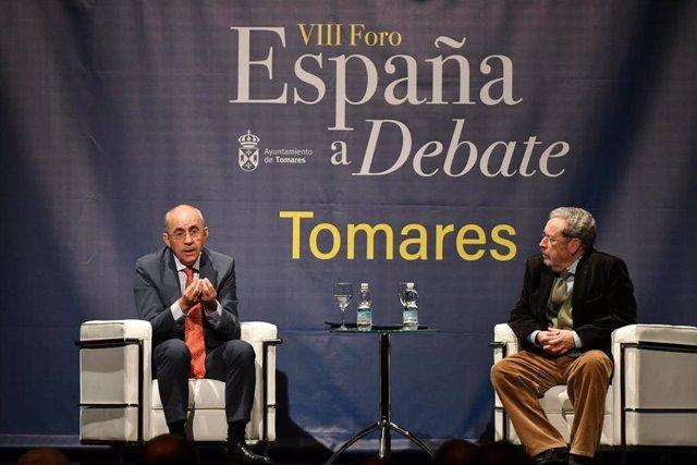 El periodista Francisco Rosell participa en el ciclo 'España a debate' en Tomares