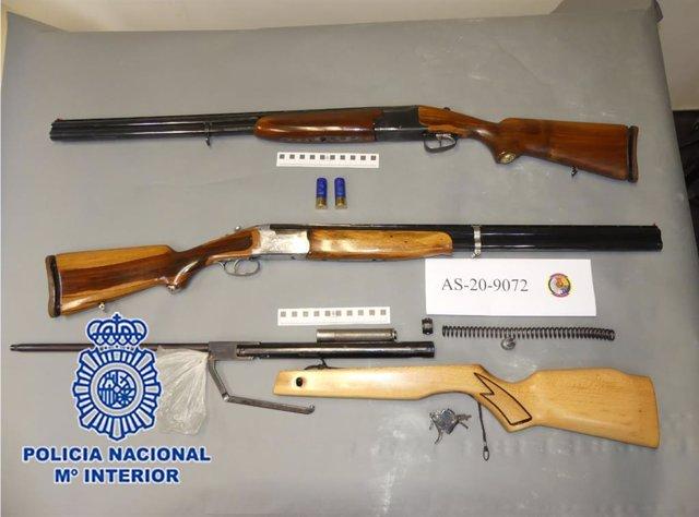 Policía Nacional detiene a dos personas que asaltaron una vivienda para robar dos escopetas de caza y un rifle de aire comprimido
