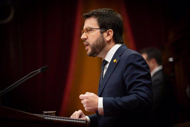 El vicepresident de la Generalitat, Pere Aragonès, interviene desde la tribuna durante una sesión plenaria en el Parlament de Cataluña, en Barcelona (Catalunya, España), a 12 de febrero de 2020.