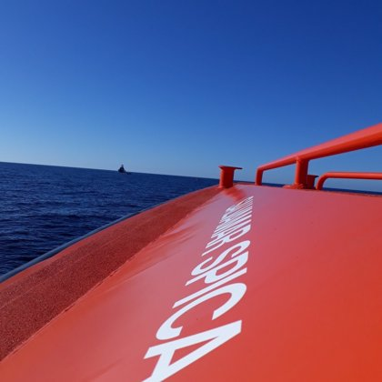 Rescatados 34 varones de una patera localizada en aguas del mar de Alborán