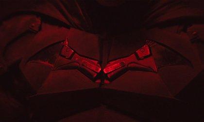 The Batman: ¿El símbolo del traje de Robert Pattinson está hecho con el arma del asesino de sus padres?
