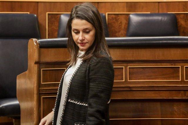 La portavoz de Ciudadanos en el Congreso, Inés Arrimadas, a su llegada al hemiciclo del Congreso, en la sesión en la se debatirán entre otras cosas, la totalidad de Propuestas de Reforma de Estatutos de Autonomía o la toma en consideración de Proposicione