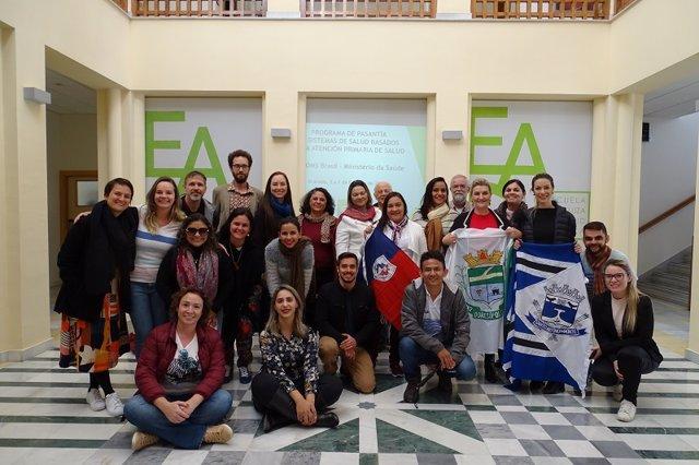 Grupo de pasantes de Brasil y profesorado de la EASP al inicio de la pasantía