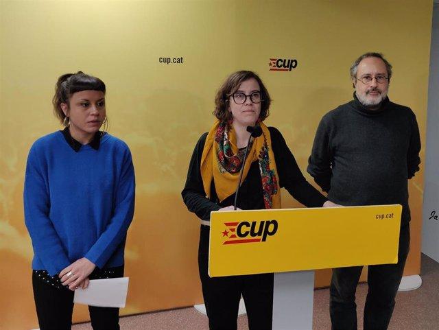La exconcejal de la CUP en Barcelona Maria Rovira y los exdiputados Eulàlia Reguant y Antonio Baños.