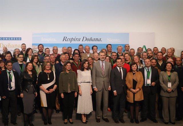 Los Reyes presiden el congreso por los 50 años de Doñana tras ser recibidos entr