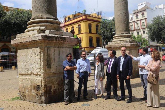 Visita a las columnas de la Alameda