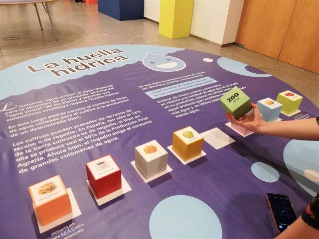 Jugar con la vista, el tacto y el oído, en la muestra 'Experiment-Área' de la Casa de las Ciencias