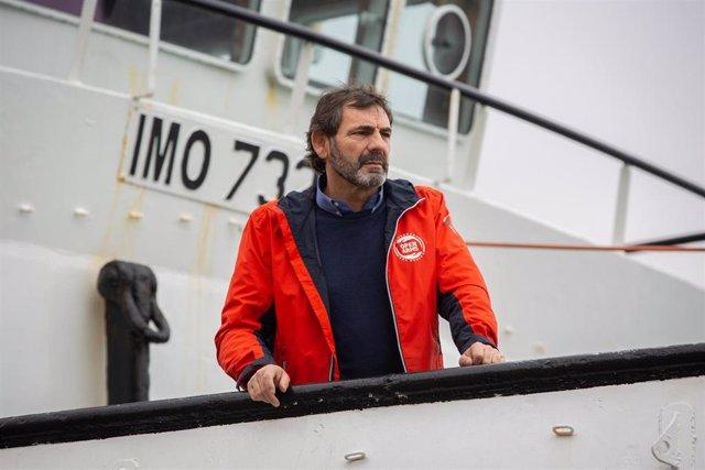 El director de Proactiva Open Armas, Òscar Camps, momentos antes de atender a los medios de comunicación desde el barco 'Open Arms'   para informar sobre la situación en el Mediterráneo, en Barcelona (Catalunya /España), a 14 de febrero de 2020.