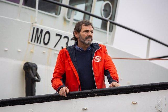 El director de Proactiva Open Arms, Òscar Camps, moments abans d'atendre els mitjans de comunicació des del vaixell Open Arms  per informar de la situació al Mediterrani, a Barcelona (Catalunya /Espanya), a 14 de febrer del 2020.