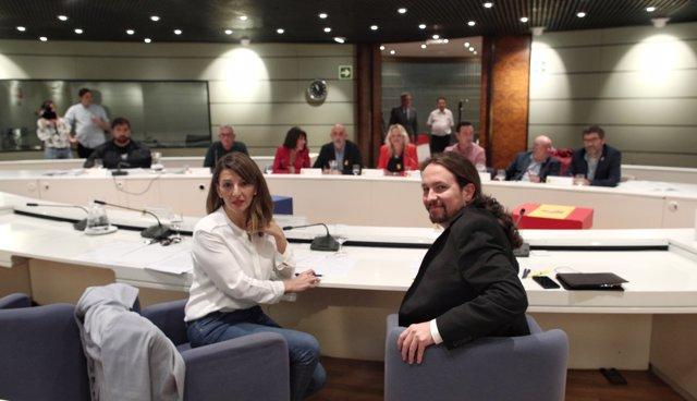 El vicepresidente del Gobierno de Derechos Sociales y Agenda 2030, Pablo Iglesias y la ministra de Trabajo y Economía Social, Yolanda Díaz, posan juntos.