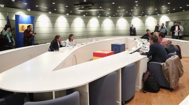 El vicepresidente del Gobierno de Derechos Sociales  y la ministra de Trabajo se reúnen con sindicatos agrarios de Extremadura y Andalucía