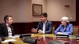 El diputado de Ciudadanos, Guillermo Martín, se reune en el Congreso con una delegación de la AFE, entre ellos, su presidente, David Aganzo