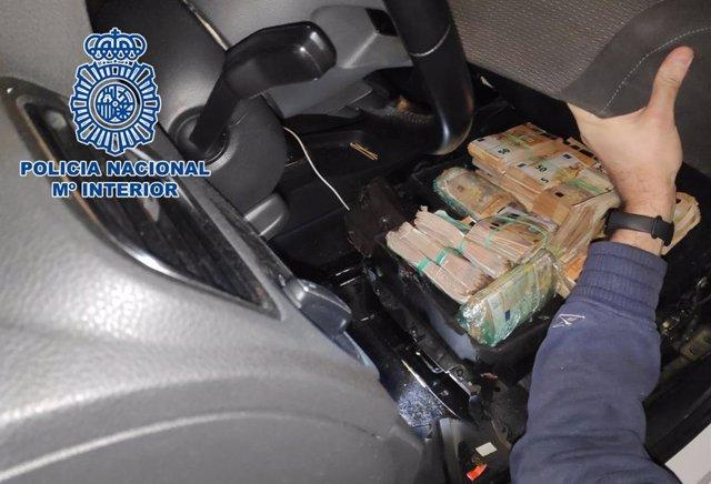 Imagen del transporte de dinero y droga usado por la banda desarticulado