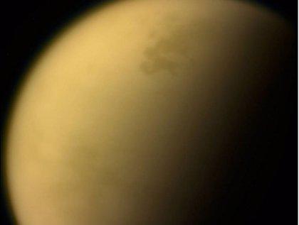 Rayos cósmicos galácticos afectan a la atmósfera de Titán