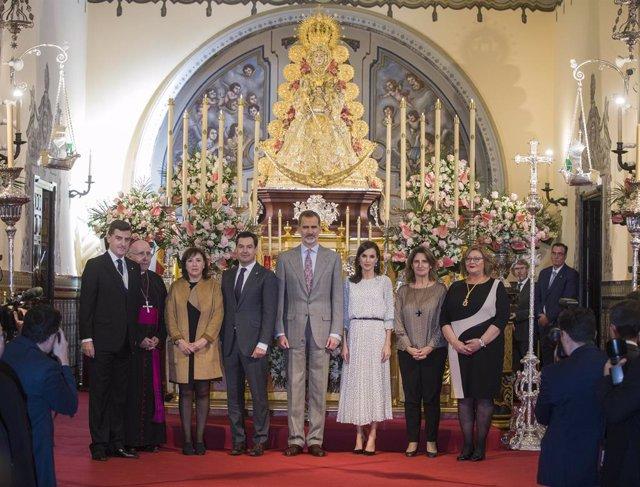 Huelva.- Caluroso recibimiento en Almonte a los Reyes en su visita a la Virgen d