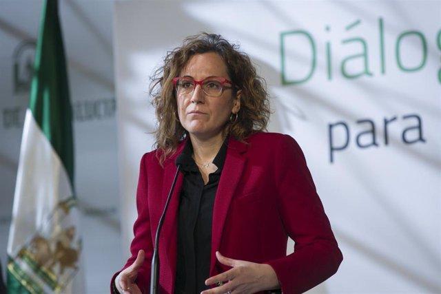 La secretaria general de CCOO-A, Nuria López, interviene tras la reunición de la Mesa de Diálogo Social junto al Gobierno andaluz, CEA y UGT-A.  En el Palacio de San Telmo, Sevilla, a 08 de enero de 2020.