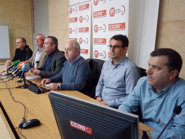 Los secretarios generales regionales de UGT y CCOO, Antonio Jiménez y Santiago Navarro, respectivamente, junto a los máximos responsables sindicales a nivel nacional del sector hostelero, Omar Rodríguez y Gonzalo Fuentes