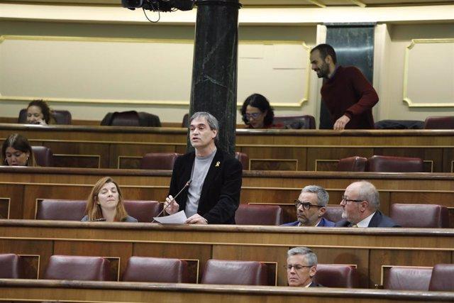 La portavoz de Esquerra Republicana, Francesc Eritja, interviene en una sesión de control al Gobierno en el Congreso.