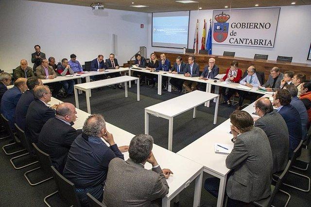 Reunión Gobierno-empresas electrointensivas