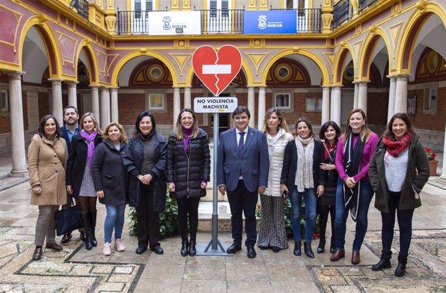 Presentación en el Ayuntamiento de Huelva de las señales que se usarán en la campaña