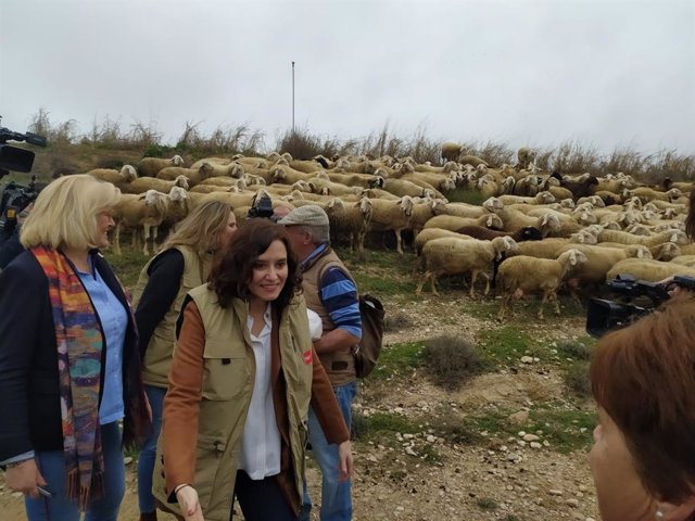 La presidenta de la Comunidad, Isabel Díaz Ayuso, presenta en Villamanrique de Tajo el Plan Terra