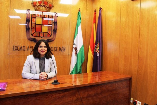 La concejala de Políticas Sociales, Ángeles Díaz, durante la rueda de prensa