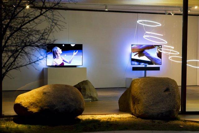 Philips presenta en España sus televisores insignia, OLED+ 984 y 934