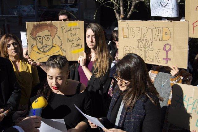 Concentración celebrada el martes 11 de febrero en la Universidad de Granada por la liberación de Zaki