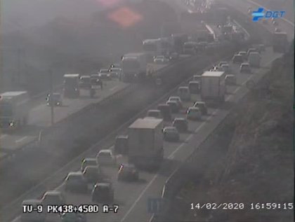 Una doble colisión entre vehículos en la A-7 provoca retenciones kilométricas a la entrada de Almería