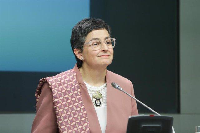 La ministra de Asuntos Exteriores, Unión Europea y Cooperación, Arancha González Laya, ofrece una rueda de prensa tras mantener una reunión bilateral con su homólogo griego, Nikos Dendias, en Madrid a 10 de febrero de 2020.