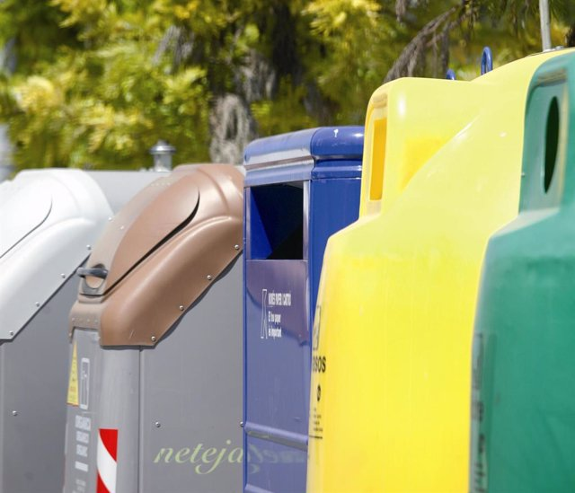 Contenidors de reciclatge de la ciutat de Barcelona (Espanya) en una foto d'arxiu.