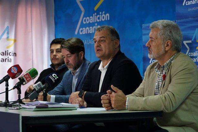 Los portavoces de CC en el Cabildo de Tenerife y Ayuntamiento de La Laguna, Carlos Alonso y José Alberto Díaz, respectivamente, en rueda de prensa