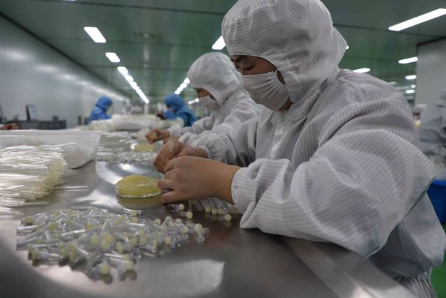 13 February 2020, China, Bingzhou: Workers operate on the production line of medical supplies amid the outbreak of the coronavirus. Photo: -/TPG via ZUMA Press/dpa