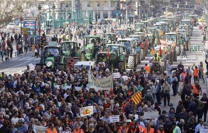 Miles de tractores y agricultores colapsan gran parte de España pidiendo precios justos