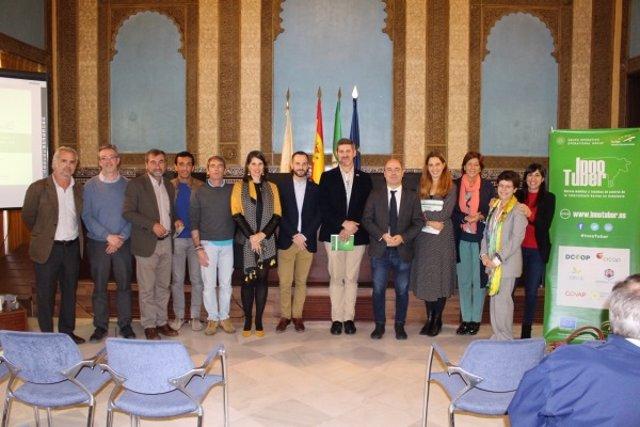 Participantes a la sesión final del proyecto innovador 'InnoTuber'