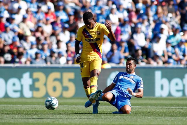 Junior Firpo of FC Barcelona and Angel Rodriguez of Getafe CF during the Spanish League (La Liga) football match played between Getafe CF and FC Barcelona at Butarque Stadium in Getafe, Madrid, Spain, on September 28, 2019.