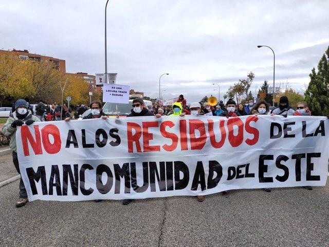 Recurso de una de las manifestaciones vecinal contra la llegada de más residuos a Valdemingómez.