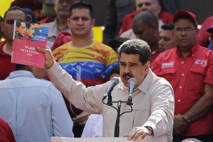 """Maduro dice que Delcy Rodríguez fue a países, incluido España, para """"conversar cosas muy interesantes"""""""