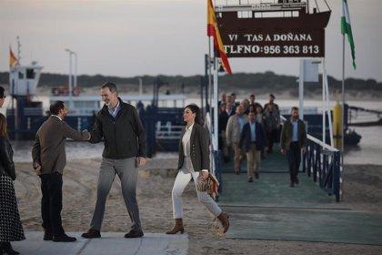 Los Reyes son recibidos calurosamente por cientos de personas en su primera visita oficial a Sanlúcar (Cádiz)