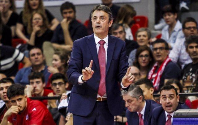 El entrenador del Casademont Zaragoza, Porfi Fisac, durante un partido